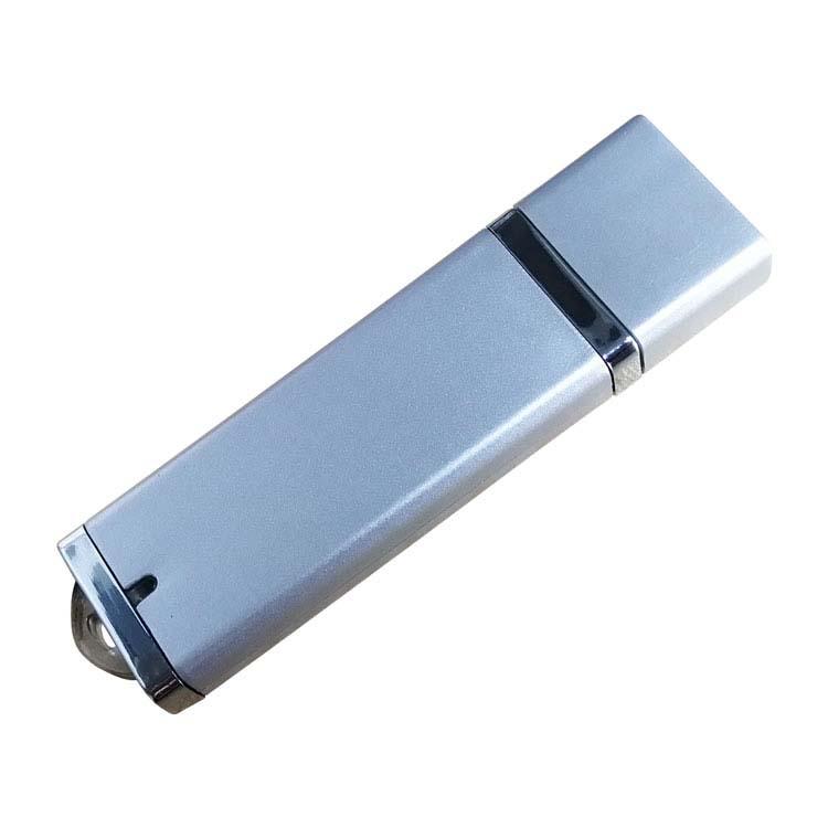 Clé USB en plastique avec capuchon
