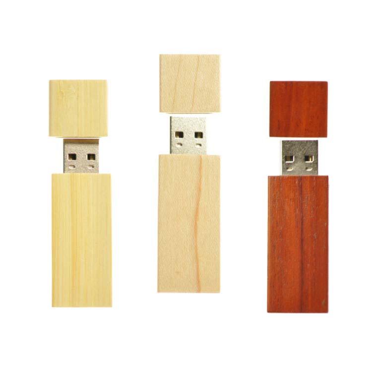 Clé USB en bois avec capuchon