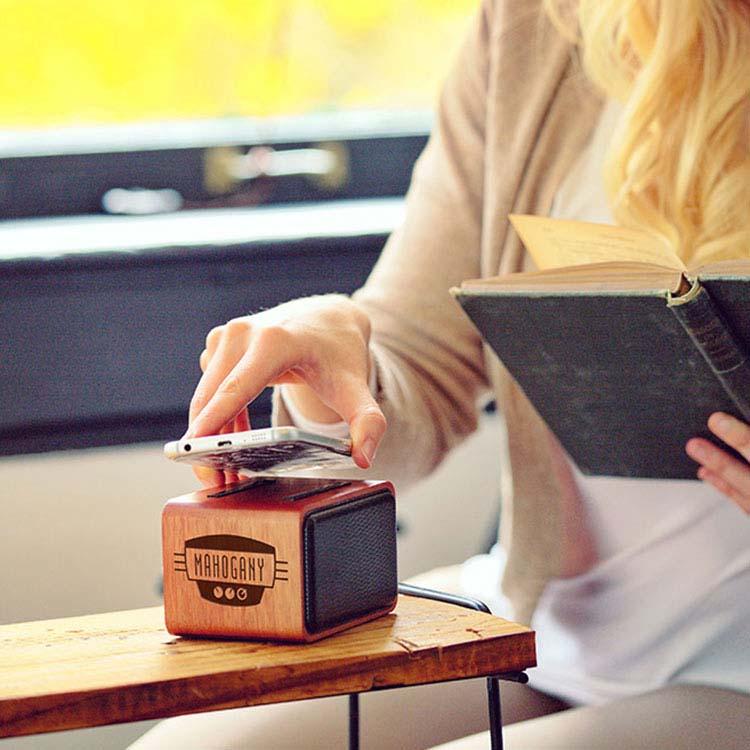 Haut-parleur sans fil en acajou avec chargeur sans fil #2